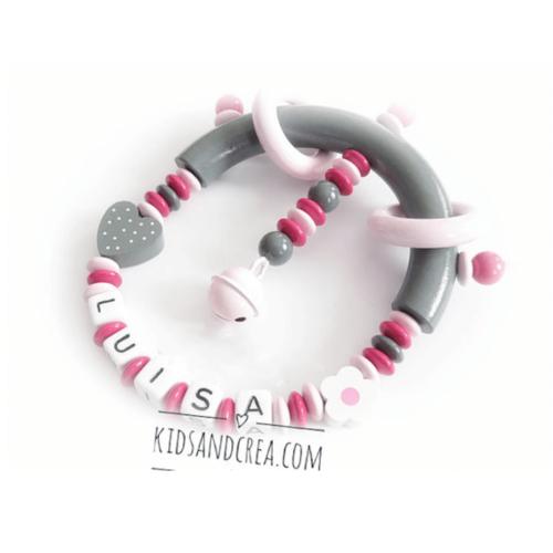Hochet-bois-rose-et-gris-fleur-fille-H78-kidsandcrea