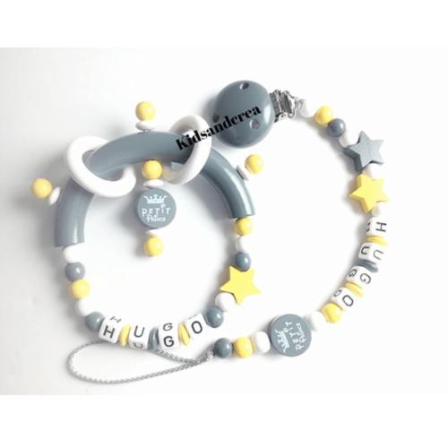 ensemble-bebe-hochet-et-attache-tetine-bois-jaune-gris-blanc-petit-prince-kidsandcrea